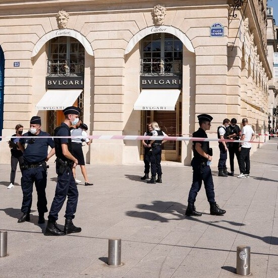Armed Thieves Steal Jewels From Bulgari Store in Paris
