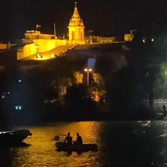 Rastrean el Guadalquivir para buscar a una persona caída al río en Sevilla
