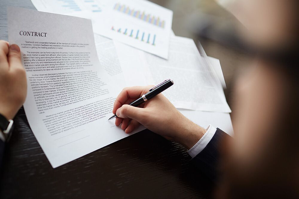 How Contract Management Services Improve Business Operations