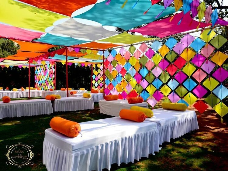 Striking And Easy Kite Decoration Ideas For Small Weddings
