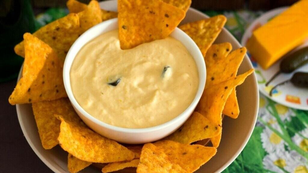 nachos con salsa picante