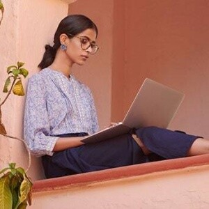 7 Expert Work From Home Outfit Tips You Need ASAP - Global Desi