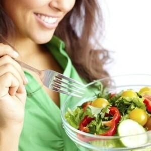 Los nutrientes que no pueden faltar en tu dieta si quieres perder peso, según la ciencia