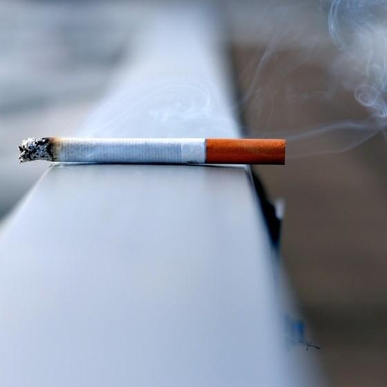 El hábito de fumar podría acentuar las molestias gastrointestinales post comidas y síntomas del colon irritable, según un reciente estudio