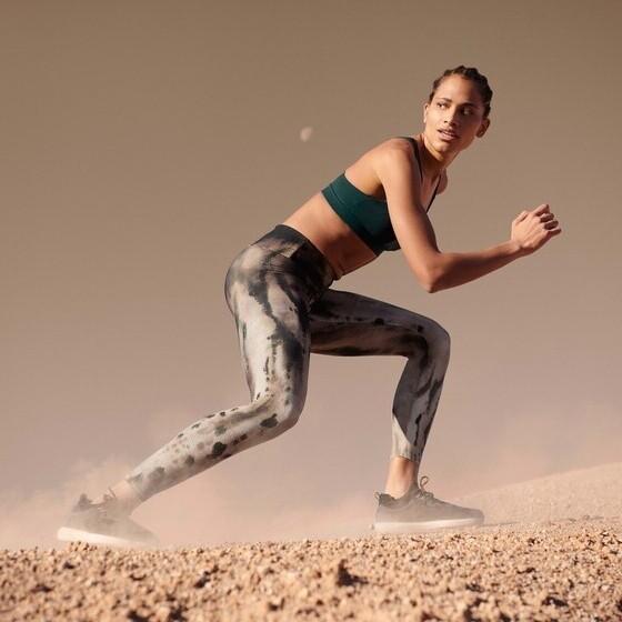 Oysho inicia sus rebajas de verano con rebajas de hasta el 50%: leggins, mallas, sujetadores deportivos y camisetas al mejor precio