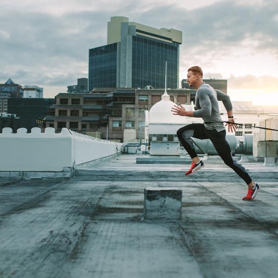Correr a primera hora de la mañana para evitar el calor: cinco claves para tener motivación y levantarte