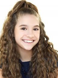 Mackenzie Ziegler: bailarina, cantante, actriz y modelo estadounidense. (14 años)