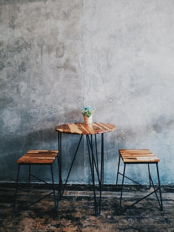 Natural Wood Table Vs Resin Table: Which is the best?
