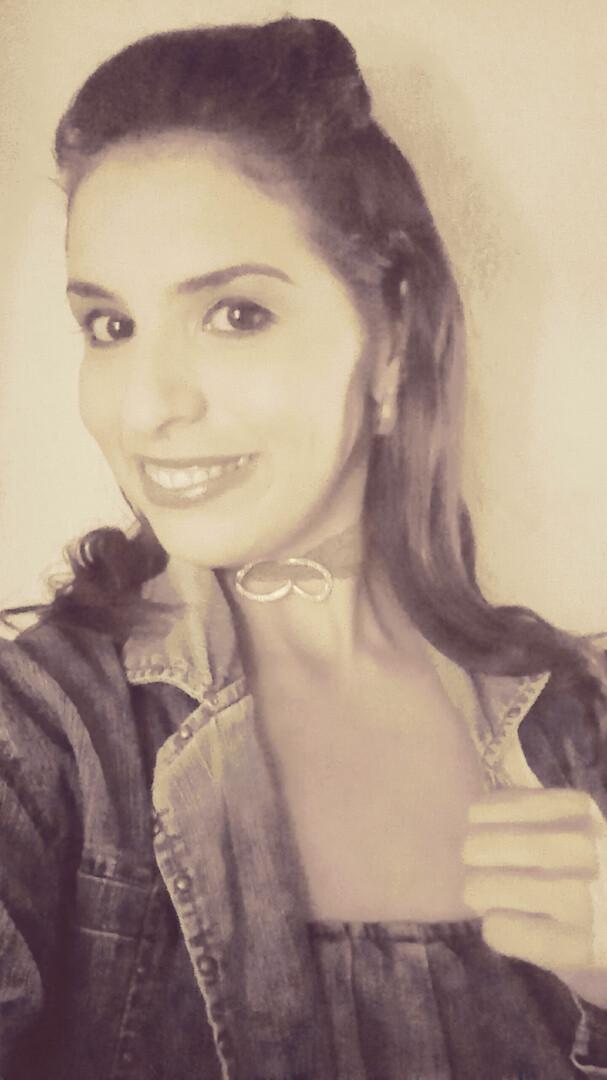 Una sonrisa es una linea curva que lo endereza todo