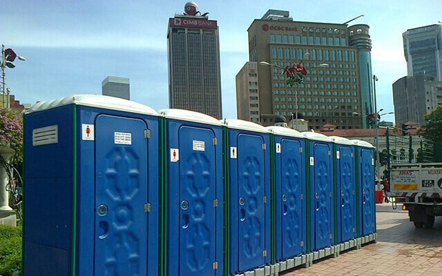 With Portable Toilets No Longer Does One Have to Control the Urge to Attend the Nature's Call