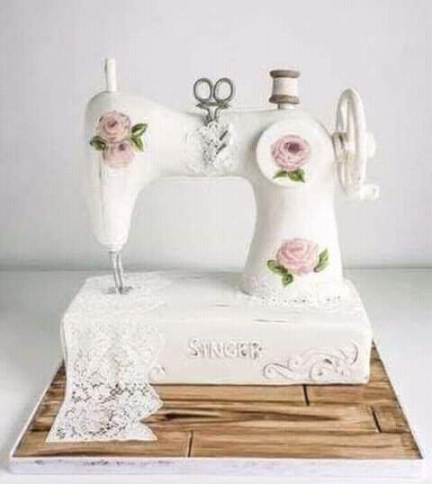 Máquina de coser en pastel