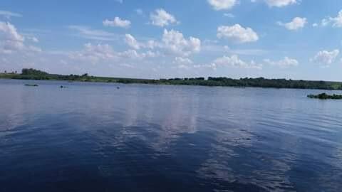 En algún lugar en el río Acaray-Paraguay